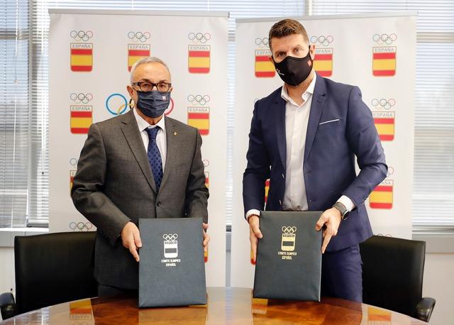 Roberto Núñez y Alejandro Blanco han firmado este Convenio para que los Deportistas Madrileños dispongan de la Oficina de Atención al Deportista del COE